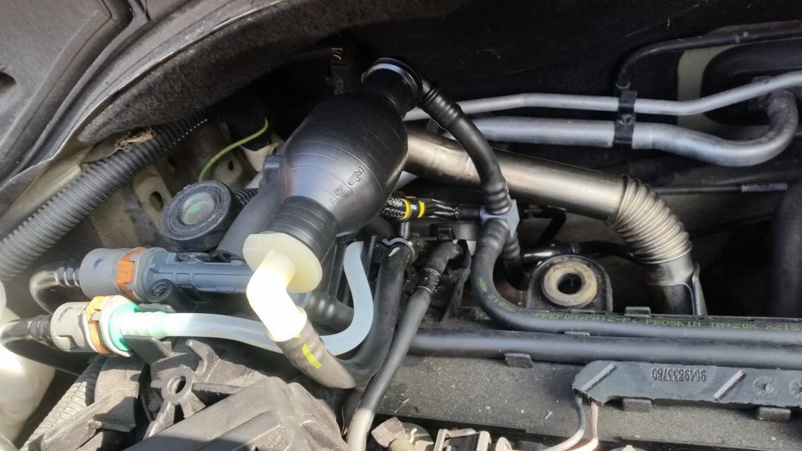 Peugeot 207 HDi 1 4 Diesel Priming Bulb Holed Diesel Fuel Line