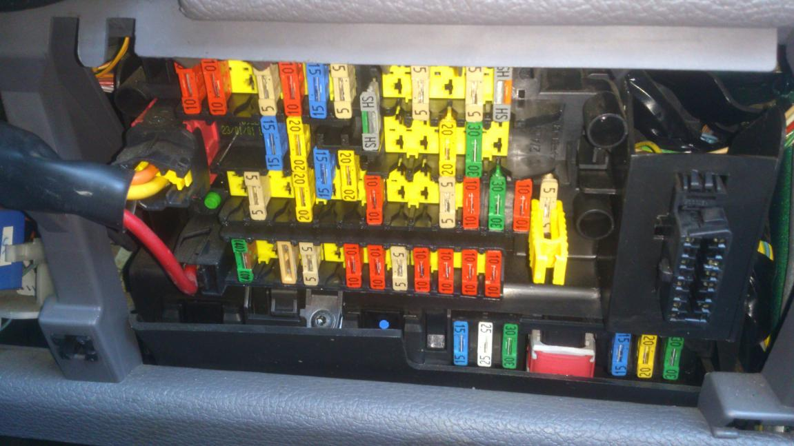 3587d1359302326 fuse board electric windows fuse206 fuse board & electric windows peugeot forums peugeot 206 fuse box diagram at mifinder.co