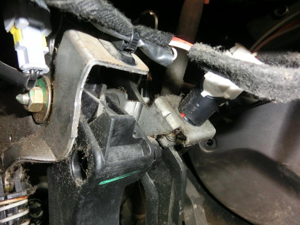 peugeot-brake-switch-002.jpg